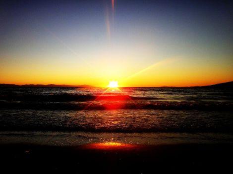 1280px-Goodbye_sun
